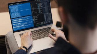 Чем занимается специалист по информационной безопасности: преимущества и недостатки профессии
